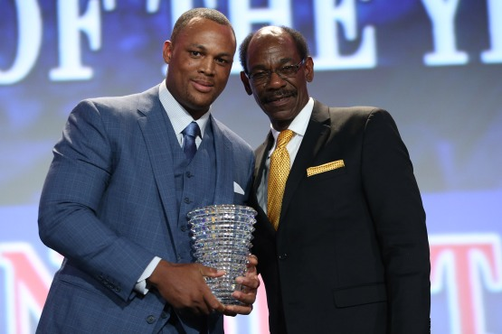 Adrian Beltre receives his Player of the Year Award from Ron Washington